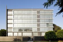 Edificio Multifamiliar Costa Blanca – Perú / Artadi Arquitectos