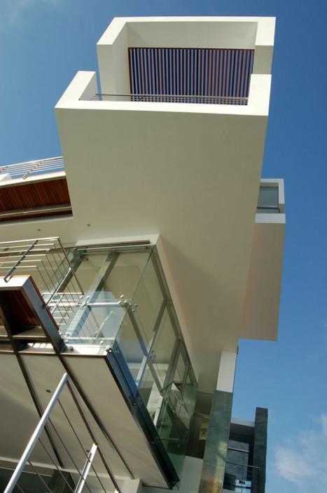Casa_Lefevre_Longhi_Arquitectos_peruarki_Desde abajo 1