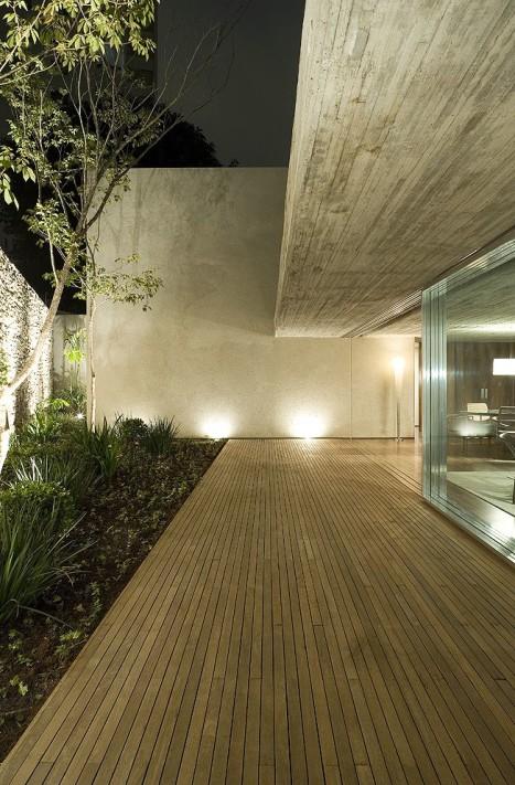 -Coser –Marcio-Kogan-arquitectura-peruarki-11_Terraco-do-fundo-longitudinal-vidros