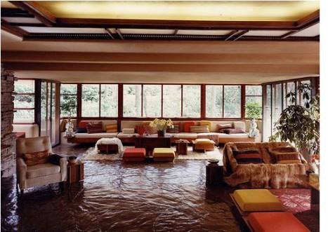 1285164679-1273796644-livingroom