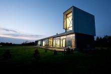 Casa familiar con vista al lago en Lituania por Architectural Bureau G.Natkevicius & Partners