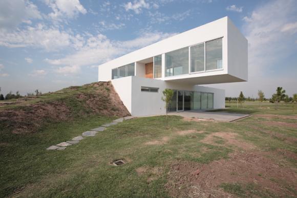 Revista de arquitectura y dise o peruarki casa en club for Casas de campo argentina diseno